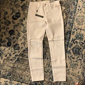 BLANK NYC WHITE SKINNY JEANS WITH KNEE RIPS